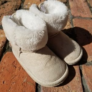 Other - ❄Light tan/ivory winter boots!❄